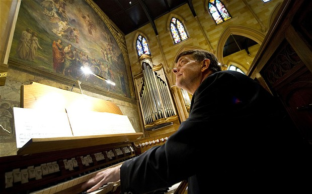 church_organist_2841043b